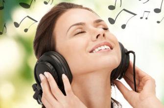 Слушает музыку из вк
